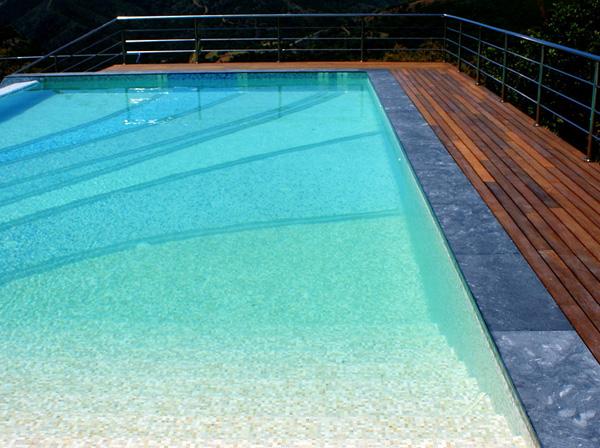 Exclusividad y sue os bajo el agua piscinas de lujo for Que se necesita para hacer una piscina