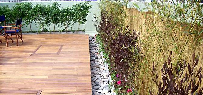 Un deck la mejor forma de decorar tu patio for Fotos de patios con piletas